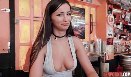 porno-v-bare-s-barmenshey-chastnoe-russkoe-porno-zhenshini-rakom