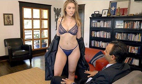 Девушка в сексуальном белье отсосала у делового мужика в офисе...