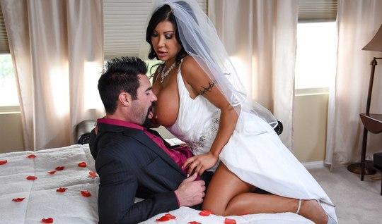 Свидетель трахает грудастую невесту прямо на свадьбе